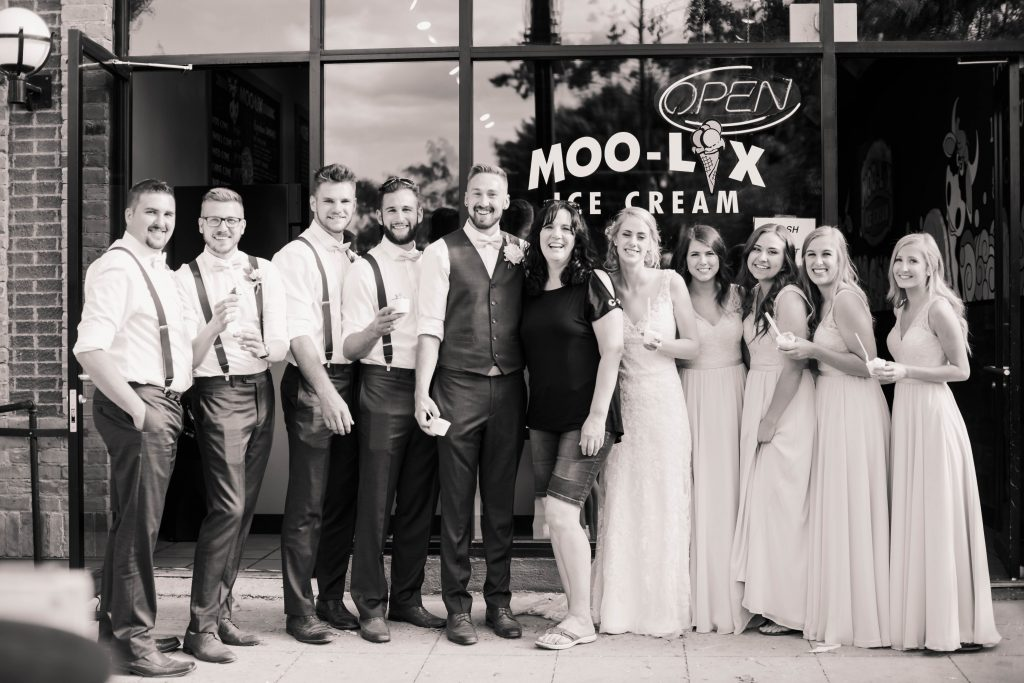wedding party with moo-lix paint artist