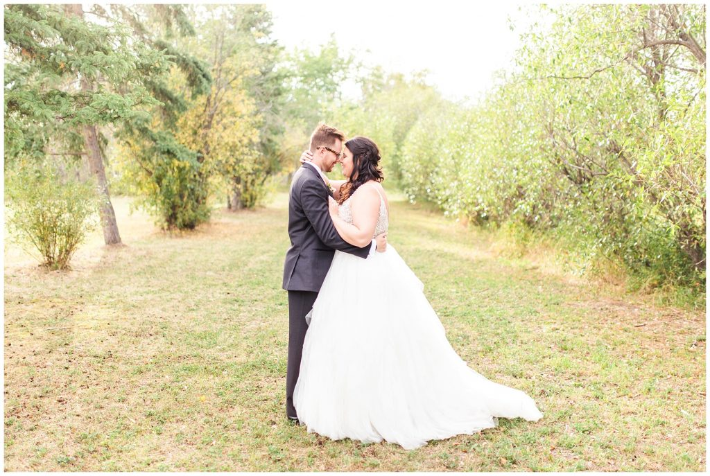grande prairie wedding photography of bride and groom in the fall September with kayla lynn photography