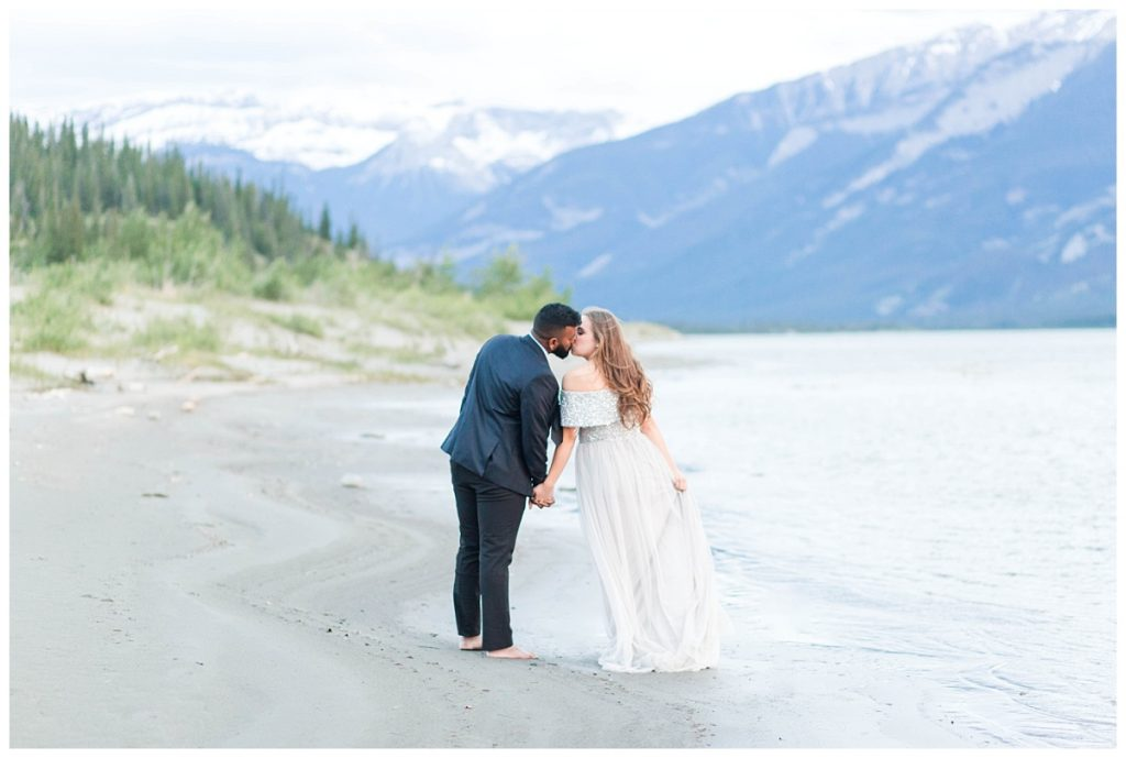 couple kissing on sand photography at jasper lake with wedding pohotgrapher