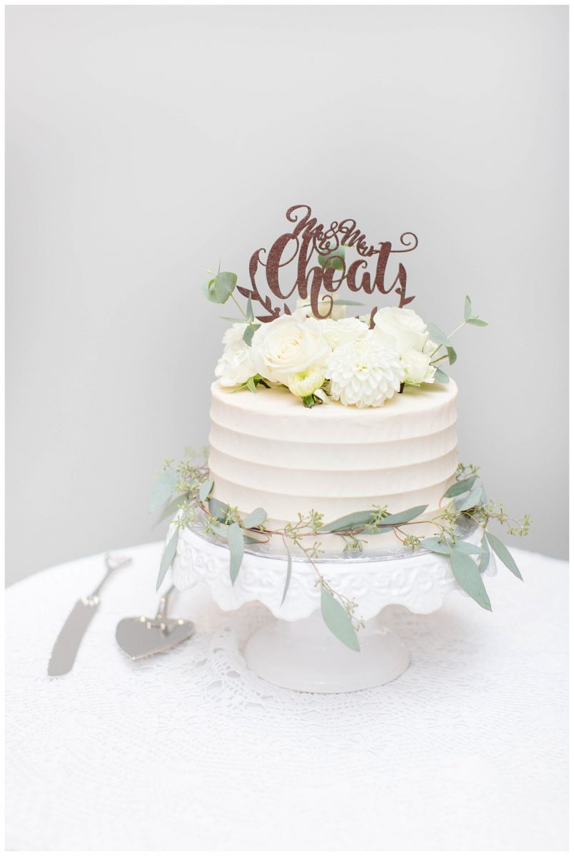 carmens craz cakes capture by kayla lynn photography with grower direct flowers very elegant and light