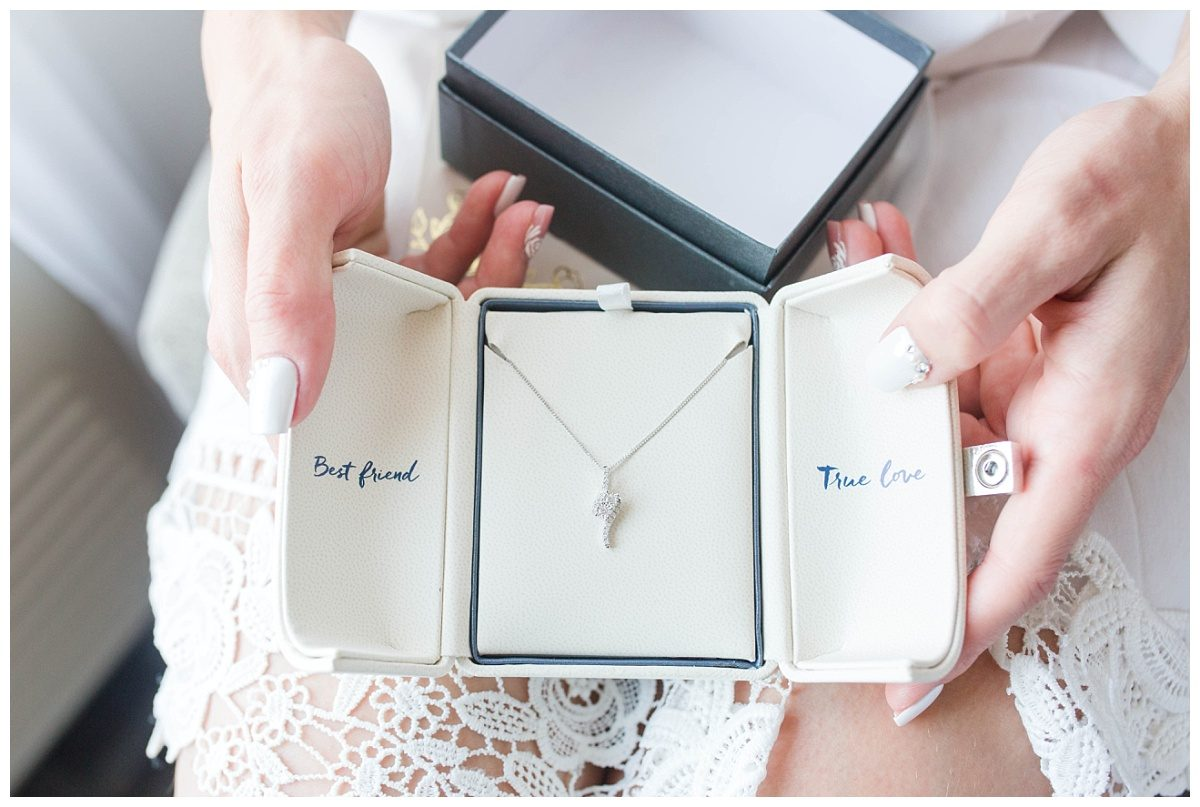 wedding gift from the groom that says necklace best friend true love