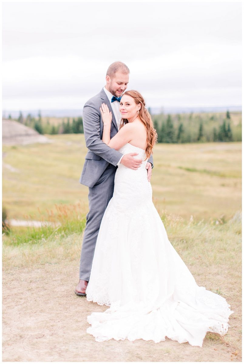 steven and gina on top of hill at kleskun for grande prairie wedding photographer at the hills