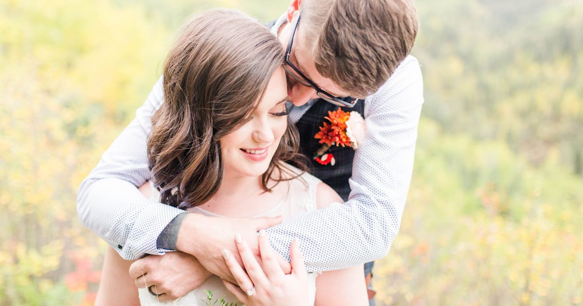 grande-prairie-elopement wedding photographer at serenity acres in grande prairie alberta fall